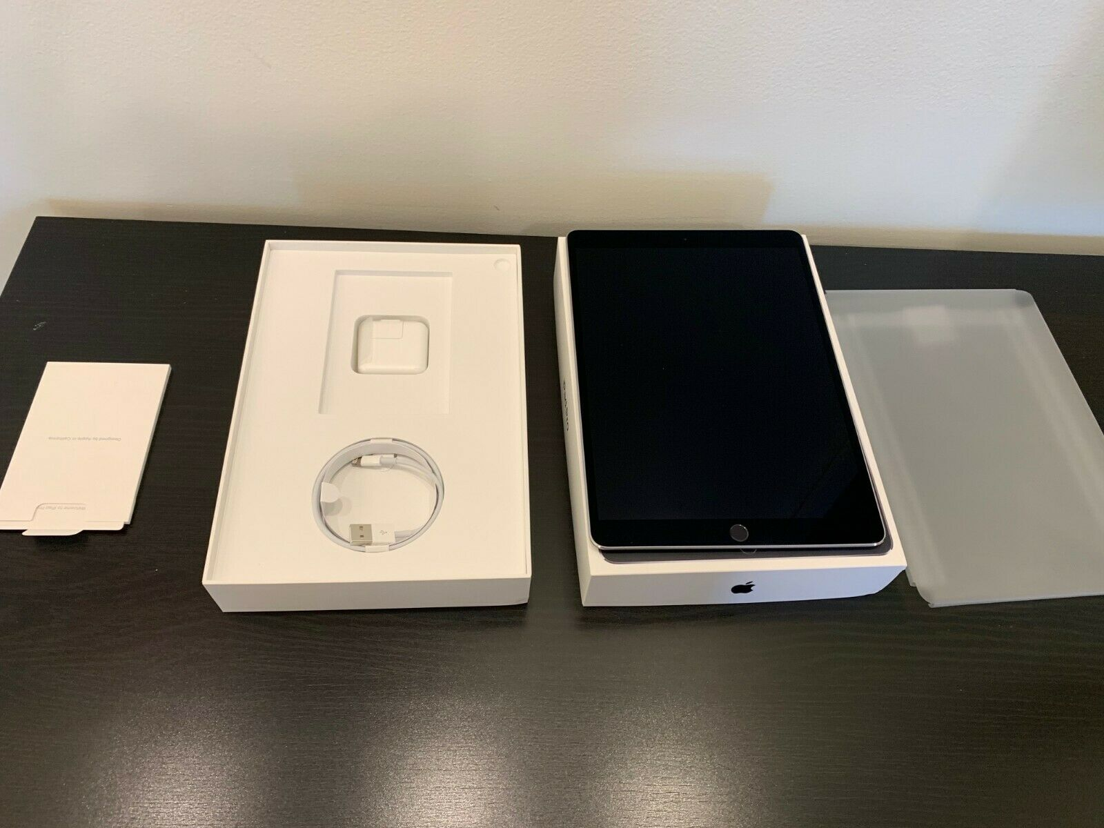 Apple iPad Pro 128GB Space Gray (Box and Cables included)
